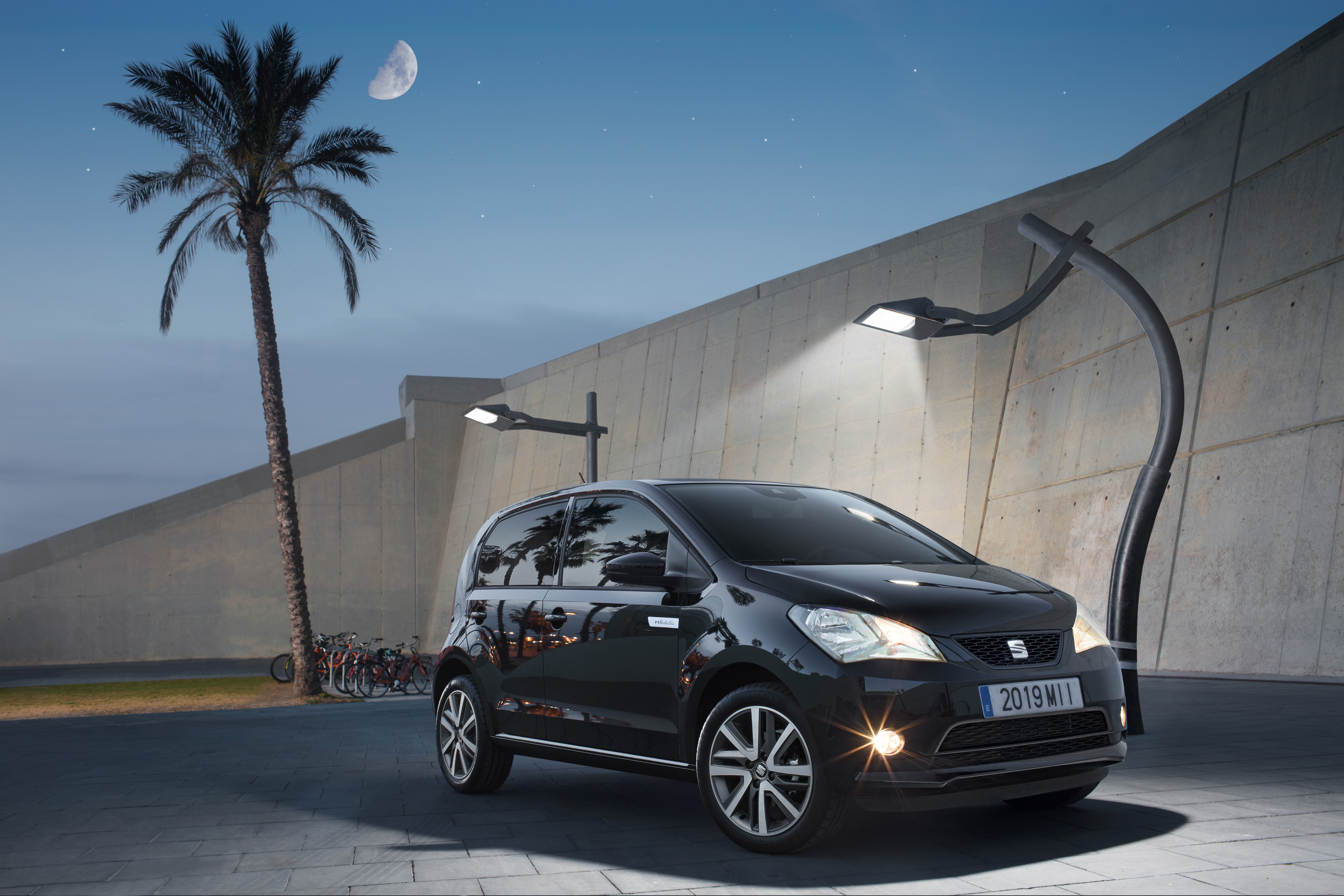 SEAT recharges city driving with the Mii electric