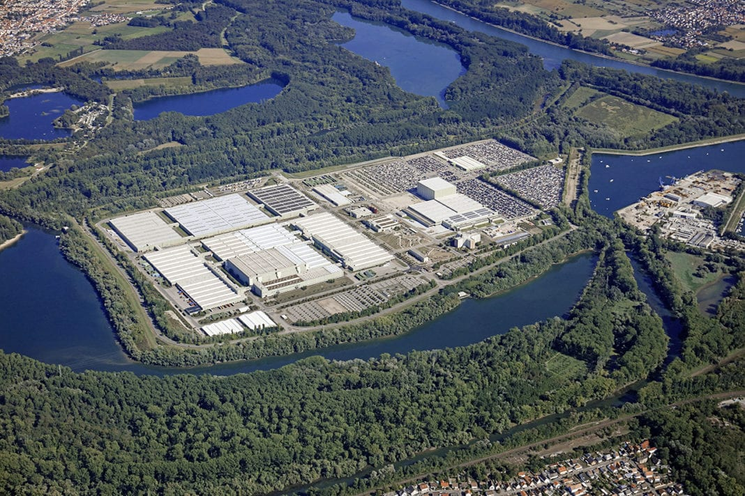 The Global Logistics Center Germersheim celebrates its 30th anniversary and the commissioning of a new warehouse complex. As the competence center for global parts logistics in the After Sales Supply Chain Network of Daimler AG, the After Sales site supplies its partners in more than 150 countries.