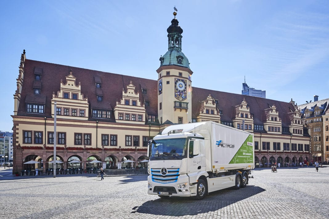 Locally CO2-neutral distribution transport for Leipzig: DB Schenker counts on the Mercedes-Benz eActros