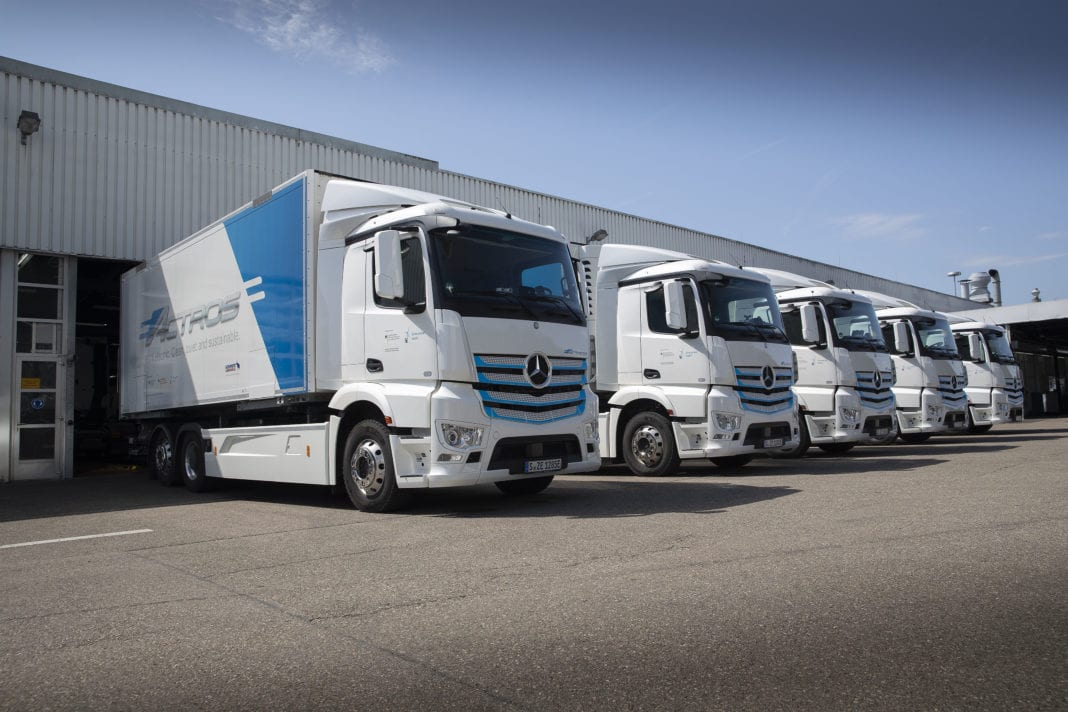 The heavy, battery-electric eActros is in intensive customer testing since 2018. The findings from these trials flow directly into the series development of the locally CO2-neutral e-truck for distribution in urban areas. The planned start of series production is in 2021.