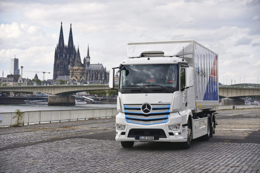 Locally CO2-neutral distribution transport for Cologne: Remondis counts on the Mercedes-Benz eActros