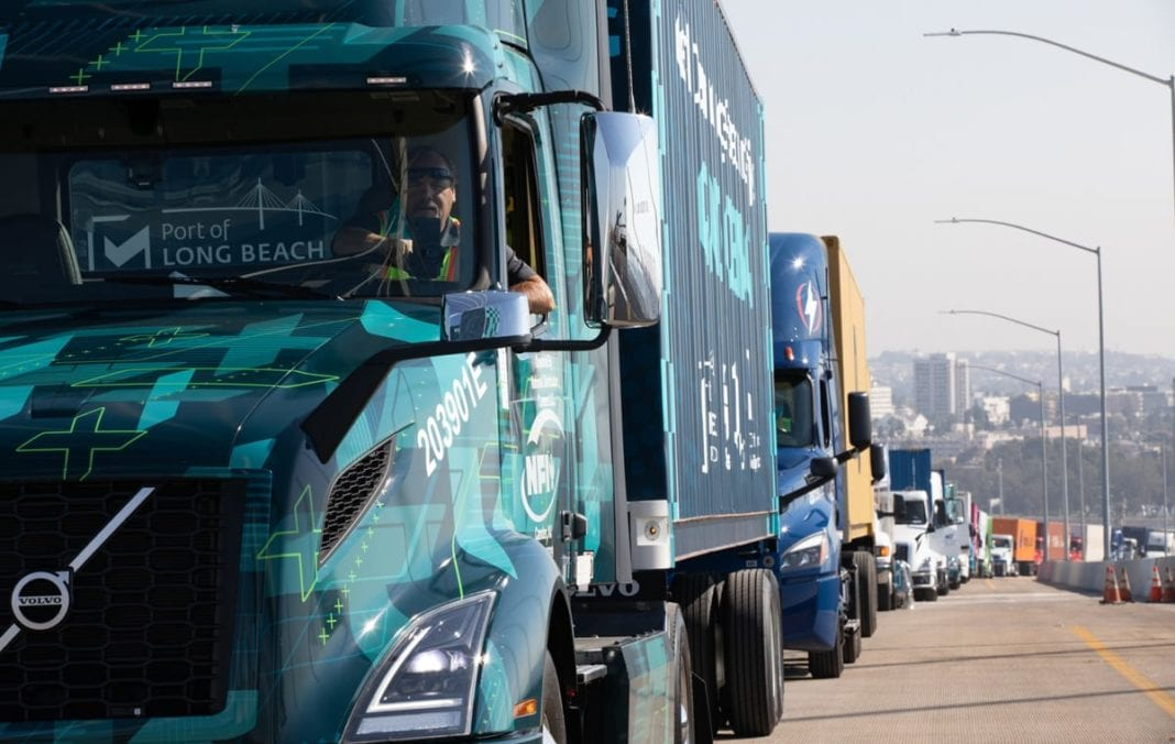 Volvo Lights Website Content News Resource Polb Clean Truck Parade 5