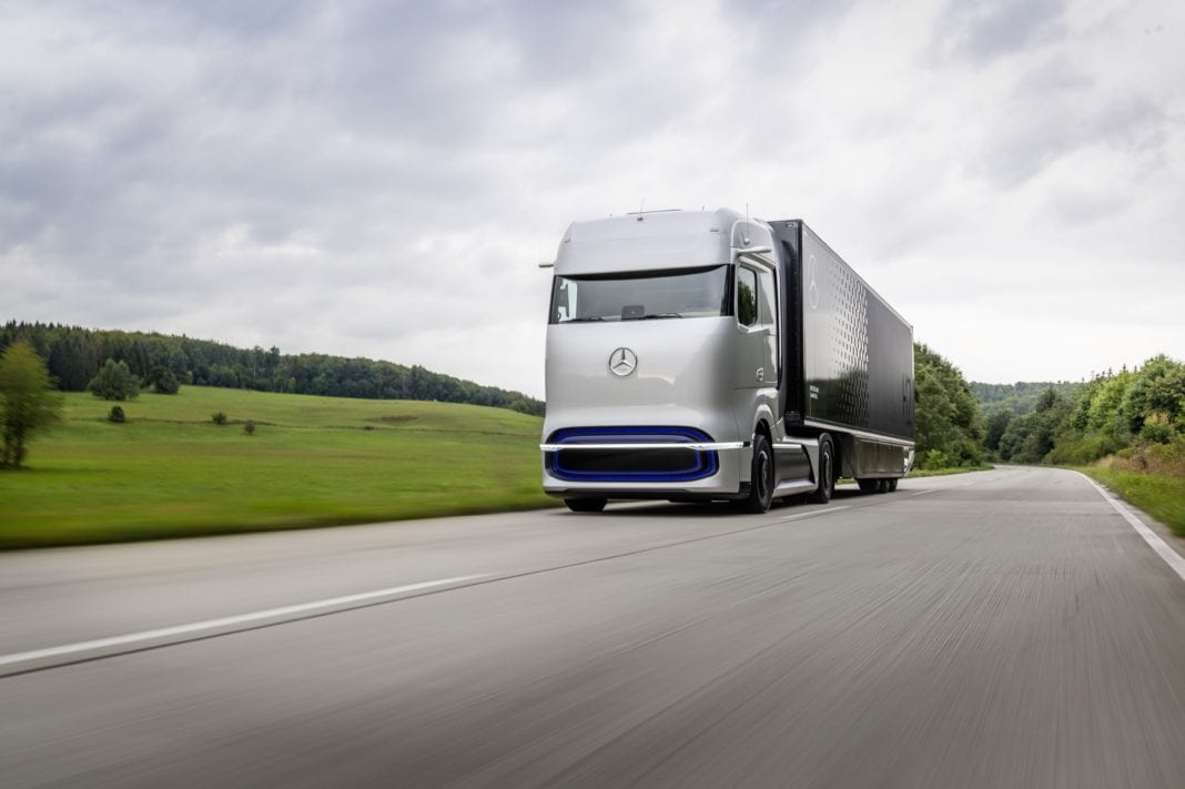With the Mercedes-Benz GenH2 Truck Daimler Trucks presents its concept for a fuel cell powered long-haul vehicle for flexible and demanding operations in terms of routes, distances and payload. Series production start of the GenH2 truck is planned for the second half of the 2020s.