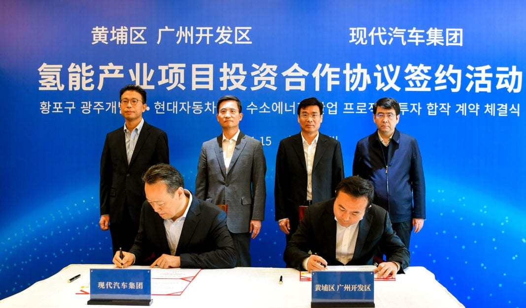 (from left) Seungchan Oh, Head of Hyundai Motor Group's New Fuel Cell System Plant in Guangzhou; Hyuk Joon Lee, Senior Vice President and Chief Government Affairs Officer of Hyundai Motor Group China Ltd.; Kwang Guk Lee, President and Head of China Operations at the Group; Lin Keqing, Executive Vice Governor of Guangdong Province; Chen Yong, District Chief of Huangpu District Guangzhou Municipal Government; and Hu Hong, Vice Mayor of Guangzhou Municipal Government.