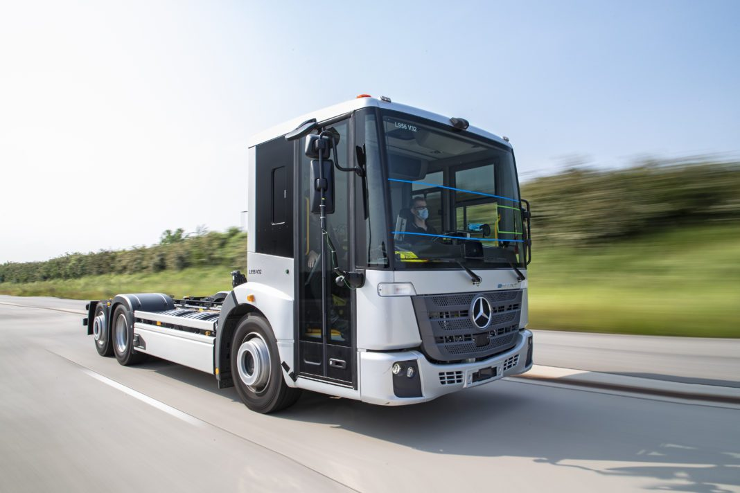 Striding towards series production: Trials of the Mercedes-Benz eEconic for fully electric operation in municipal use are in full swing