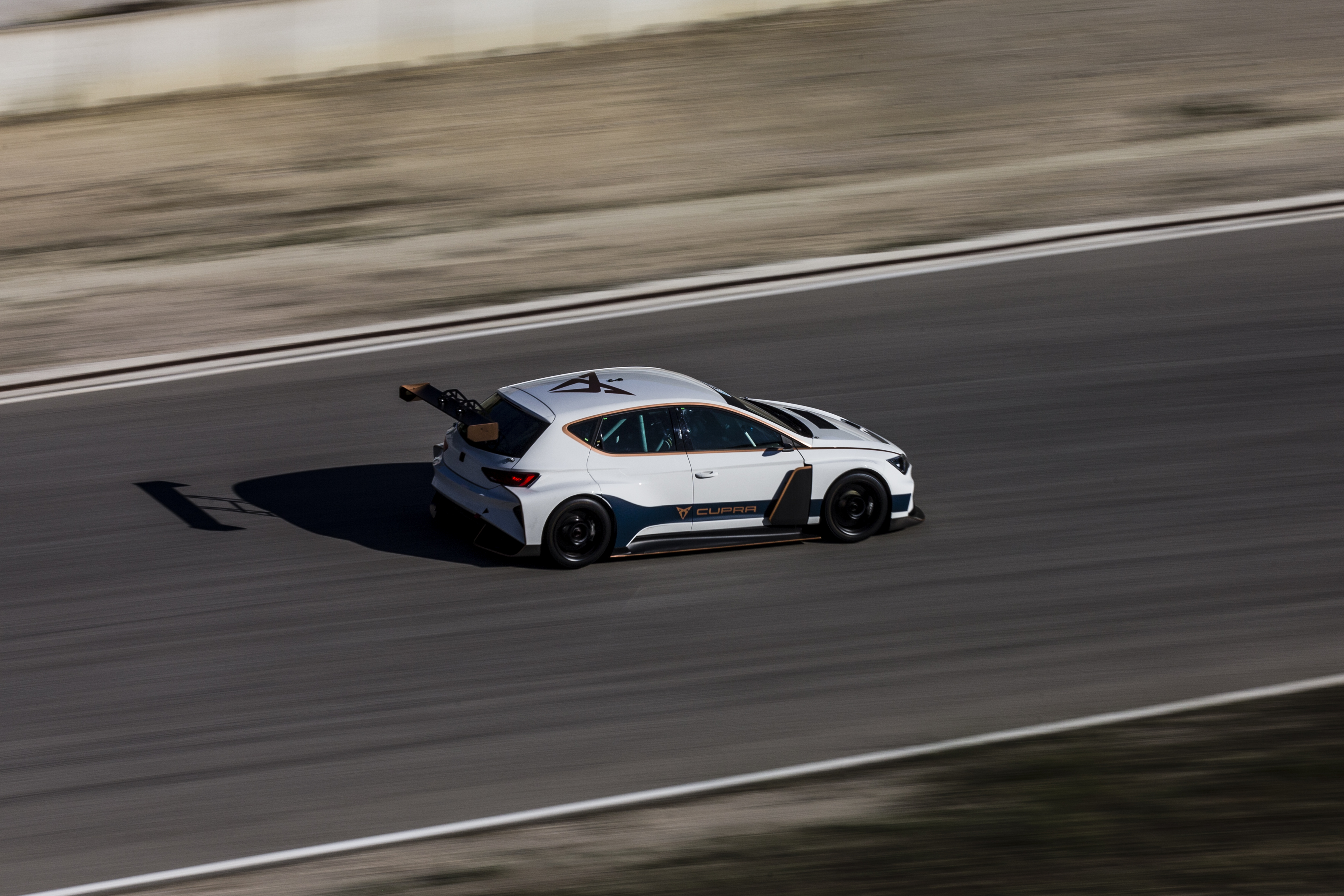 The CUPRA e-Racer will compete for the first time in 2020 in the new ETCR racing format